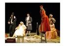 Alkışlar eşliğinde Molieré'i sahneye gömerken ; ''Hastalık Hastası''
