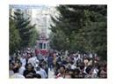 İstiklal Caddesi: Namaza ve bara gidenlerin yan yana yürüdüğü sokak