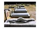 Mezar Taşı: çıplak kadın heykeli