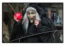 Erkeksiz yaşayan kadın cadıdır