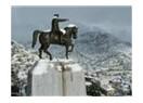 Atatürk heykelini ihtimamla gözeten Antalyalı imam ve Türkiye Cumhuriyeti'nin ruhu