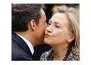 Sarkozy ve Hillary'nin kucaklaşmalarının sırrı ne?