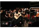 Genç Gitarist Ayşegül Koca Rodrigo'nun Gitar Konçertosu'nu seslendirdi