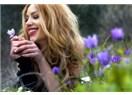 Hayatı seninle, çayı iki şekerle, baharı çiçekle seviyorumm :)