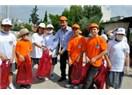 Başkan Tuna; Yabancı Öğrenciler ve Çevrecilerle temizlik yaptı.