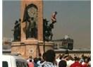 Atatürk heykeline çıkan çıplak adam