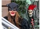 Maskeli Balo ve Onun Sahte Yüzleri