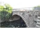 Tarihi köprü beton hapsinde
