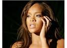Rihanna'nın sesi niçin kısıldı?
