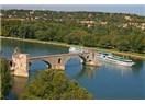 Avignon ve ünlü Pont St. Bénézet köprüsü
