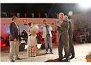 Ustaya, bilime saygı. Muğla Belediyesi açık hava tiyatrosu ve Şadan Gökovalı'ya vefa, duygu