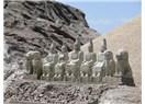 Paskalya Adası ve Nemrut Dağı'ndaki Heykelleri kimler yapmış ?
