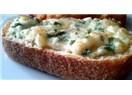 Fırında sarımsaklı peynirli ekmek