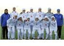 Bayan futbol takımında 4 erkek çıktı! Resimdeki erkek oyuncular hangisi?