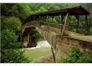 Yağmurlarla hayatları öpen köprü