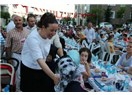 Dört bin kişi bir sofrada iftar açtı