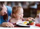 Çocuklarda gıda alerjilerinin doğal seyri nasıldır?
