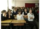 Öğretmen, iki Öğrenciyi sınıf içinde rencide etti