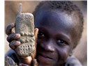 Gelişmişlik sembolü olarak, 'cep telefonu'.