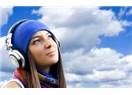 Kulaklıkla müzik dinleyenlerin dış dünyayla bağlantısı çok zayıf...