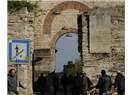 İstanbul'a ilk girişimiz, 1453 yılında, İstanbul'un Fethi ile Bizans surlarının Topkapısı'ndan oldu.