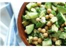 Bir serinletici yaz salatası: Nohut, salatalık + avokado