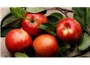 Kırmızı başlıklı Elma