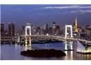 Beklenen çağın güneşi çoktan doğdu, Tokyo kulesi ve köprüsü de dikkat çekiyor buna.