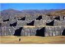 "Altıncı Peru Gününde ""Abla"" Grubu, Cuzco, Saqsaywaman, Q'enko, Tambomachay ve Pucapucara'da."