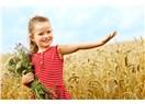 Mutlu Çocuk Yetiştirmek İçin 7 Öneriye Dikkat Edin!