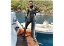 Çağatay Ulusoy Neredeyse Boyu Kadar Bir Balıkla Sevenlerinin Bayramını Kutladı!