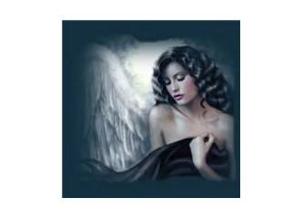 Siyah tüller içinde çıplak ayaklı bir kadının karlı düşlerle dansı...