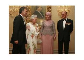 İşte Hayrünnisa Gül'ün kıyafeti...İşte ılımlı islam modeli...