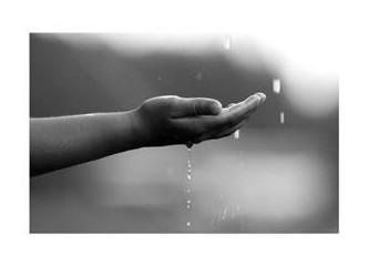 Yağmur altında ve zamanla...