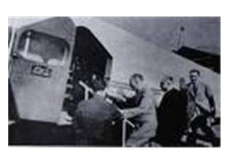 Atatürk'ün binmediği uçak düştü