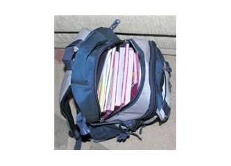 Okul çantası mı, tatil bavulu mu belli değil