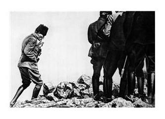 Atatürk'ün elinde tuttuğu sigara parçası...