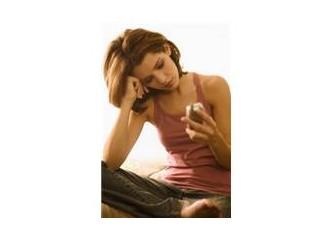 Cep telefonuyla gelen iletişimsizlik; İnsanı yok sayan davranış...