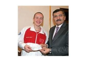 Zeytinburnu'da yılın sporcusu, Çin Olimpiyatlarında şampiyon