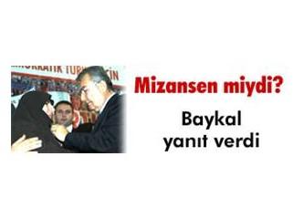 Kara çarşafa CHP rozeti