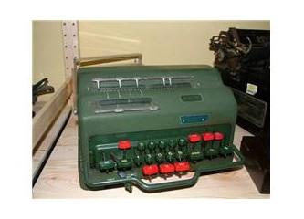 "Antika olmuş ""Facit"" hesap makinaları"