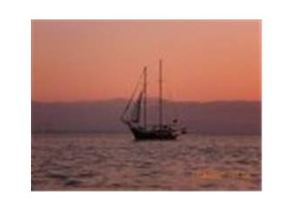 Yelken açtım yalnızlıklara pupa yelken