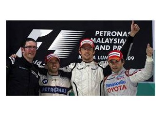 Malezya'da tamamlanamayan yarışı Jenson Button kazandı.