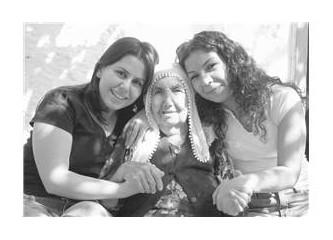 Bir delinin günlüğünden /  Bayram gelir hoş gelir, bizim aileye coşku gelir…