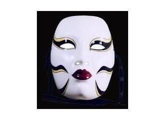 Sahte maskelerimizi atmanın zamanı gelmedi mi?