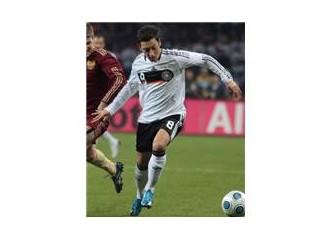 Alman milli futbolcu Mesut Özil'in kimliğindenim