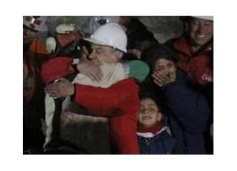Şili'li madenciler yeryüzüne çıkartıldı!