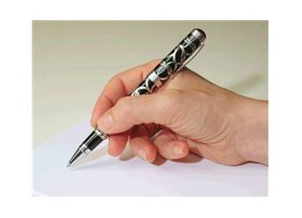 Şair ve yazar sözcüklerin terzisidir.