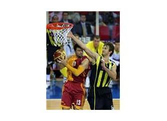 Galatasaray'ın üçlükleri Fenerbahçe'yi bitirdi.