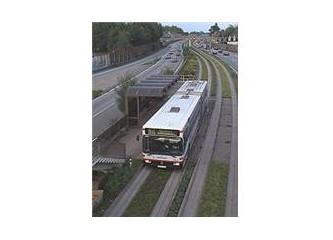 Büyük şehirler de trafik sorunu. Metrobüsler.